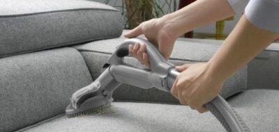 تنظيف الكنب من الغبار بخمس دقائق وبمكونات سحرية