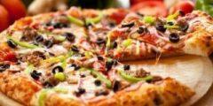 طريقة عمل البيتزا باللحمة المفرومة والجبنة الموتزاريلا باسرارها الخاصة